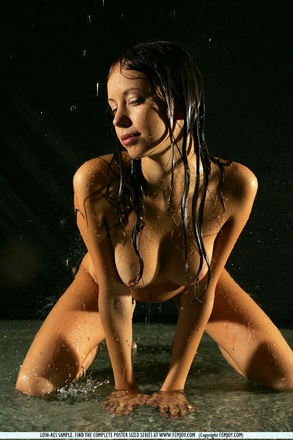larissa-in-dripping