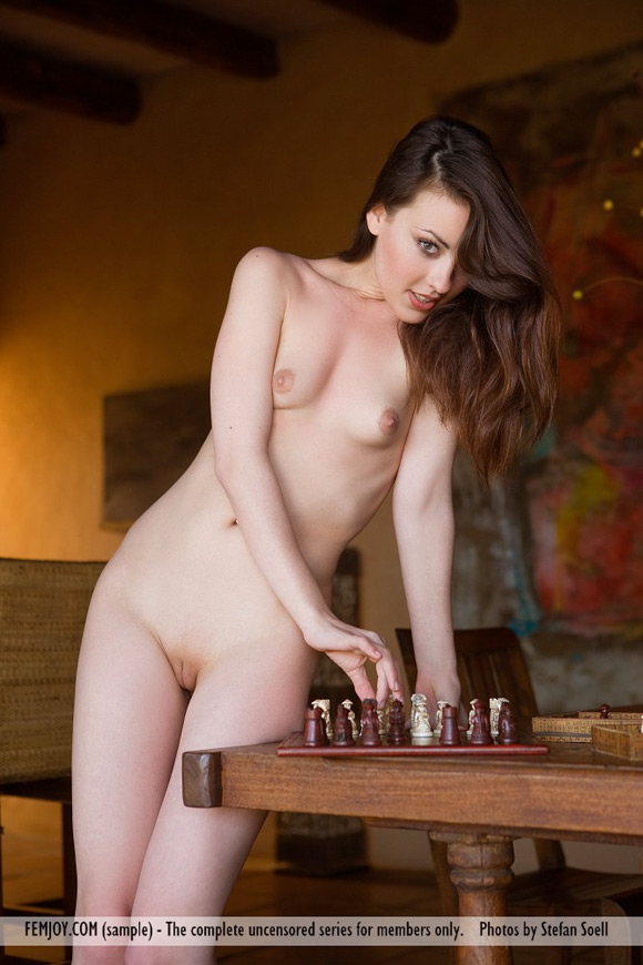 lorena-g-in-checkmate