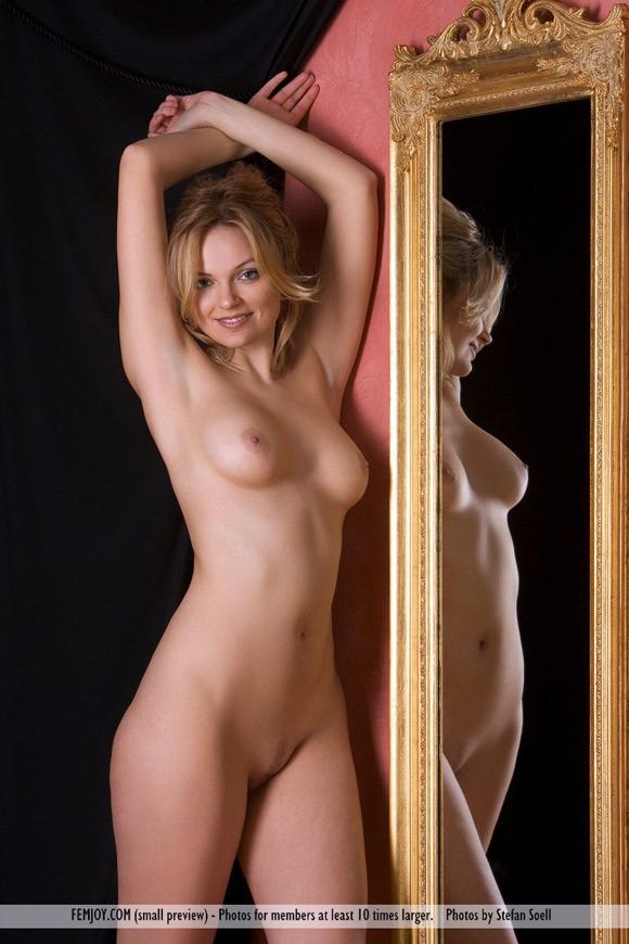 michaela-in-mirror
