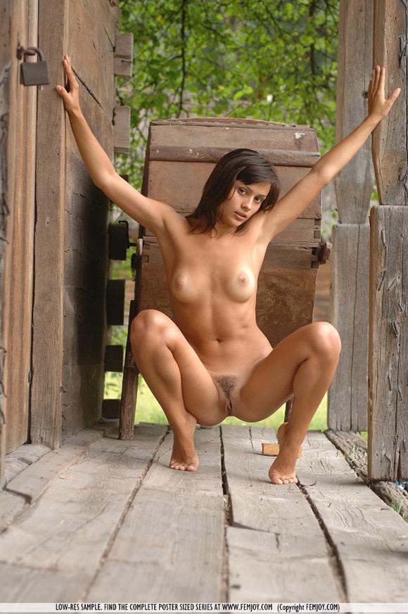 paulina-in-country-girl