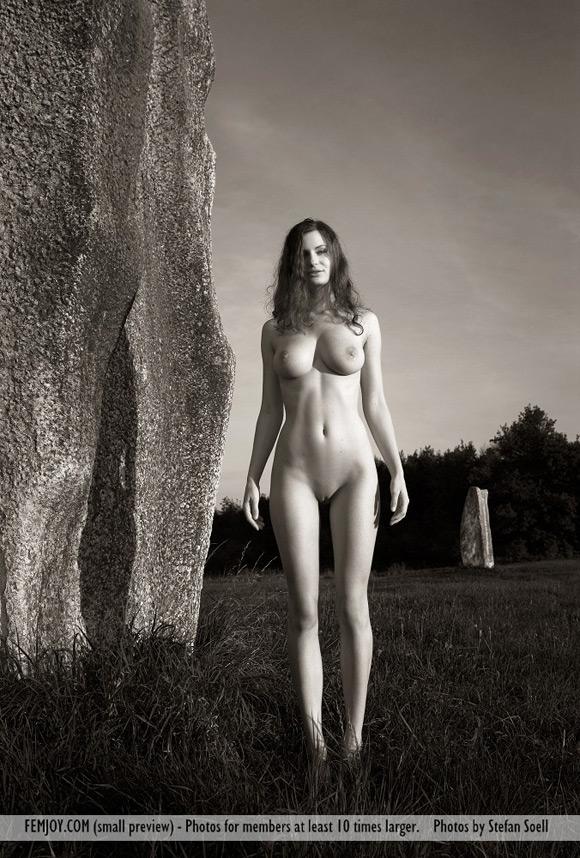 susann-in-monolith