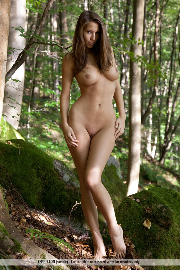 lizzie-in-forest-nymph