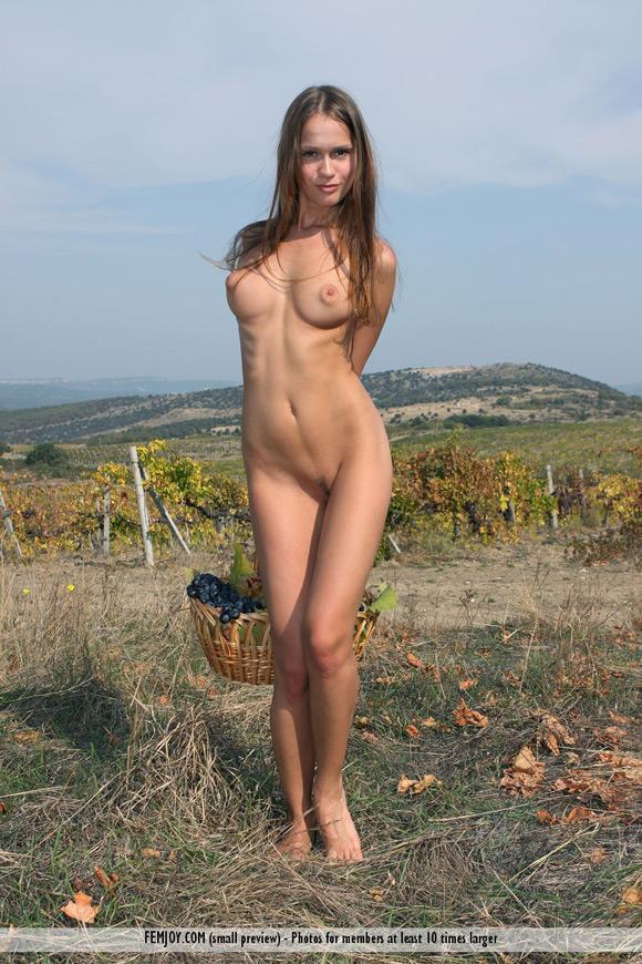 lena-in-here-in-my-vineyard